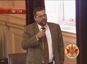 Senator Tom Garrett argues for the bill.