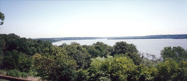 800px-View_of_Potomac_River_from_Mount_Vernon