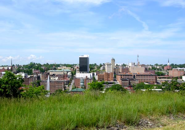 Lynchburg,_Virginia_downtown_skyline.jpg