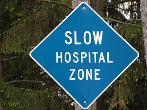 iy7309 road sign slow hospital zone